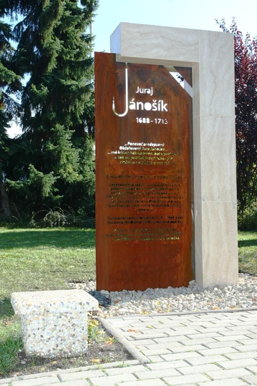 symbolická šibenica pri Hoteli Jánošík