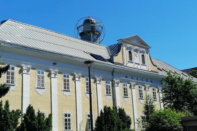 Pôvodná budova Jezuistkého kláštora, v ktorom dnes sídli múzeum