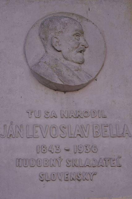pamätná tabuľa J. L. Bellu na jeho rodnom dome