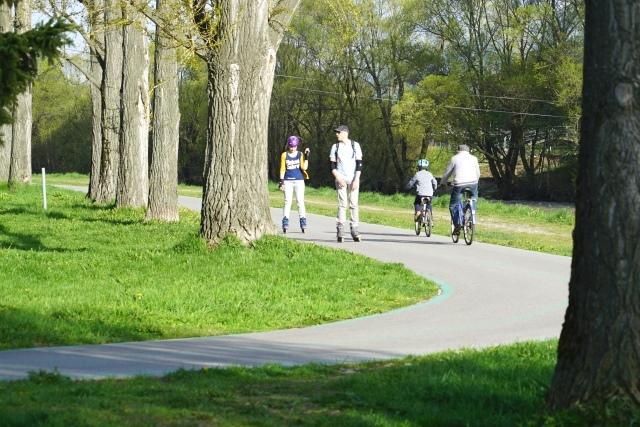 Cyklochodník po brehu rieky Váh