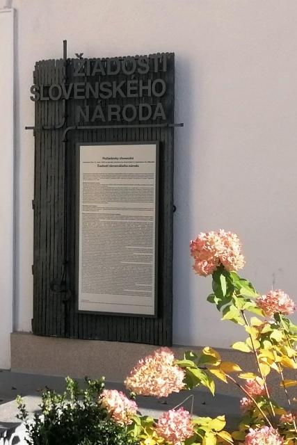 Pamätná tabuľa - Žiadosti slovenského národa