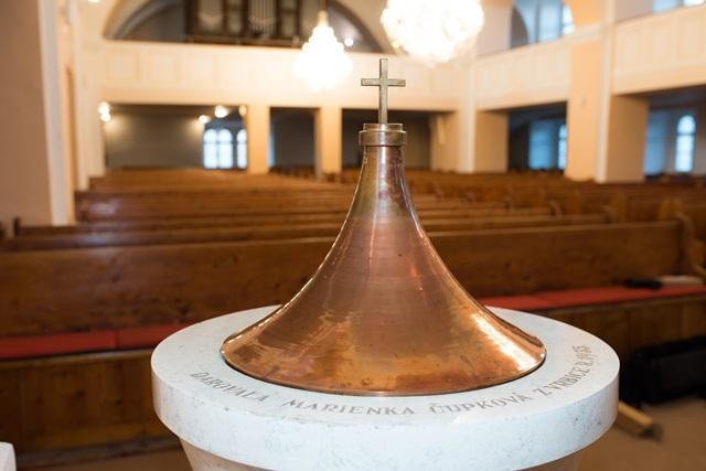 Mramorová krstiteľnica z roku 1935
