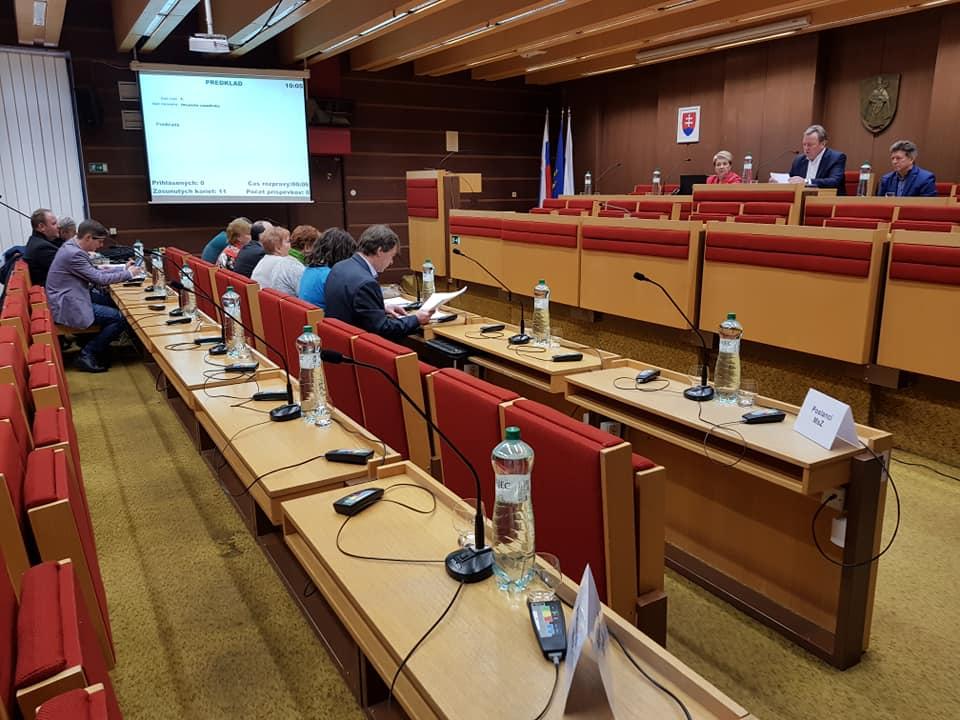 Poslanci bojkotovali rokovanie zastupiteľstva, rozpočet zostáva neschválený