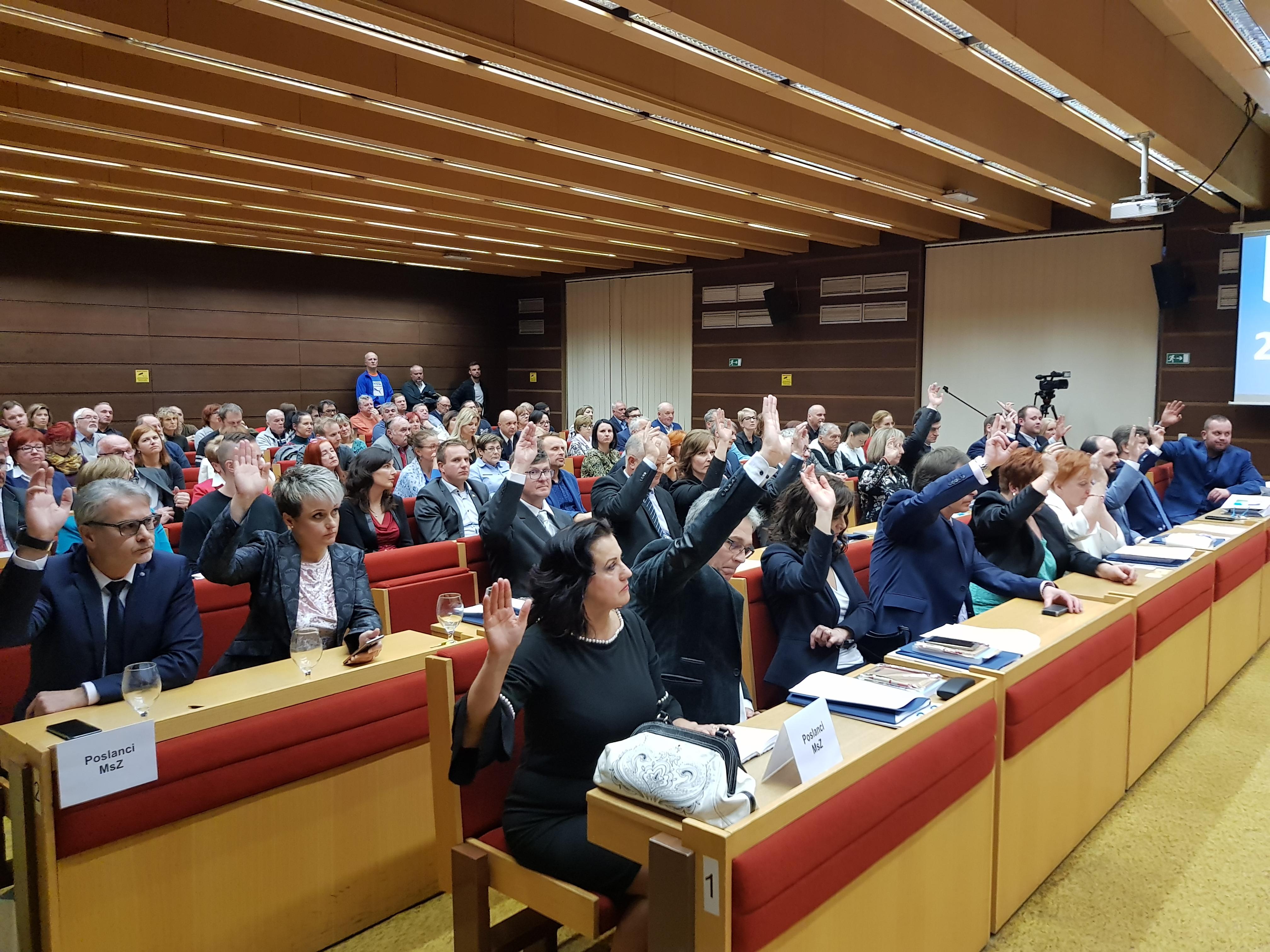 Poslanci v Liptovskom Mikuláši zložili sľub, môžu už vykonávať svoju funkciu