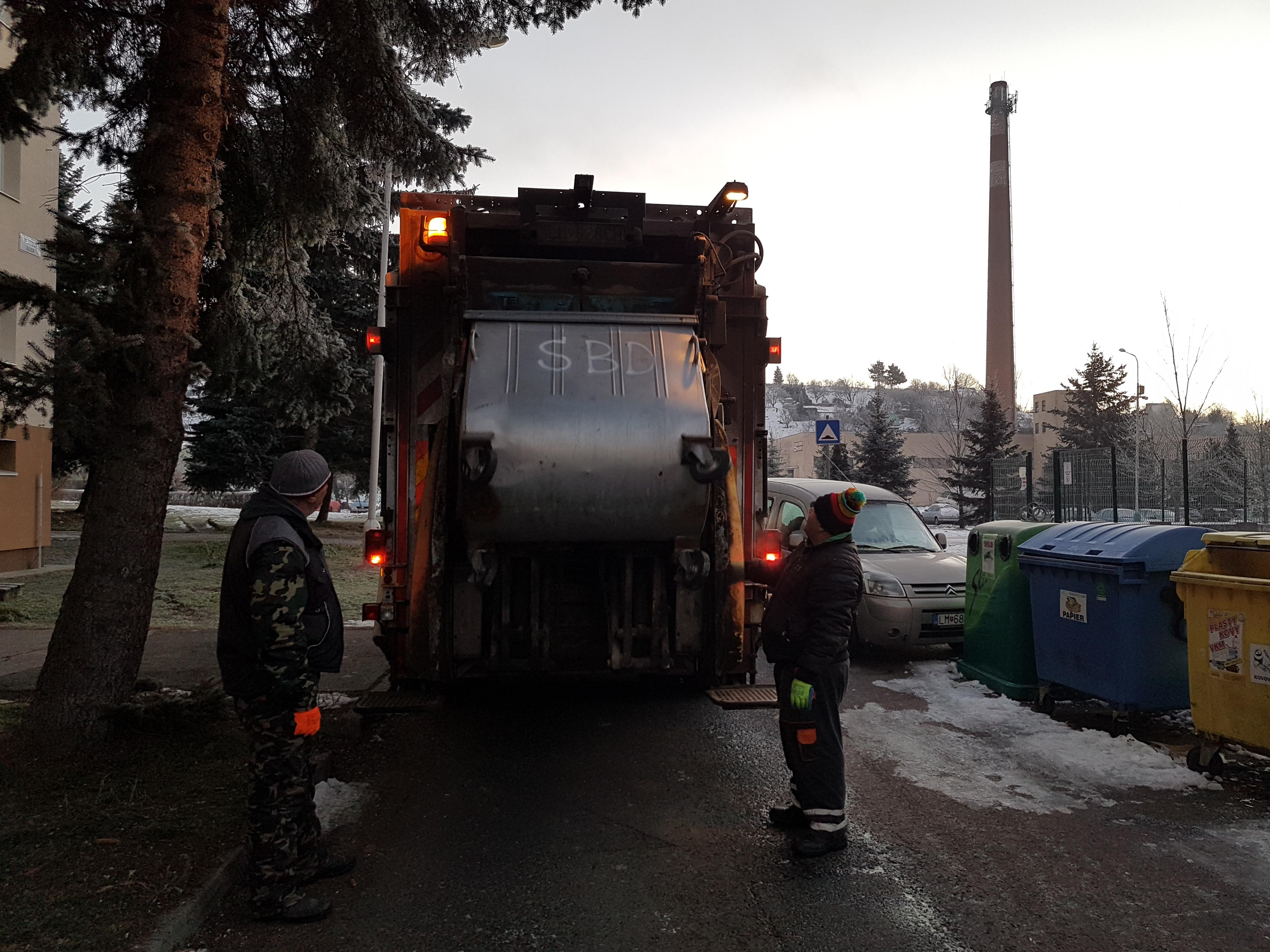 VPS žiada: Umožnite smetiarom prístup k zberným nádobám, ďakujeme!