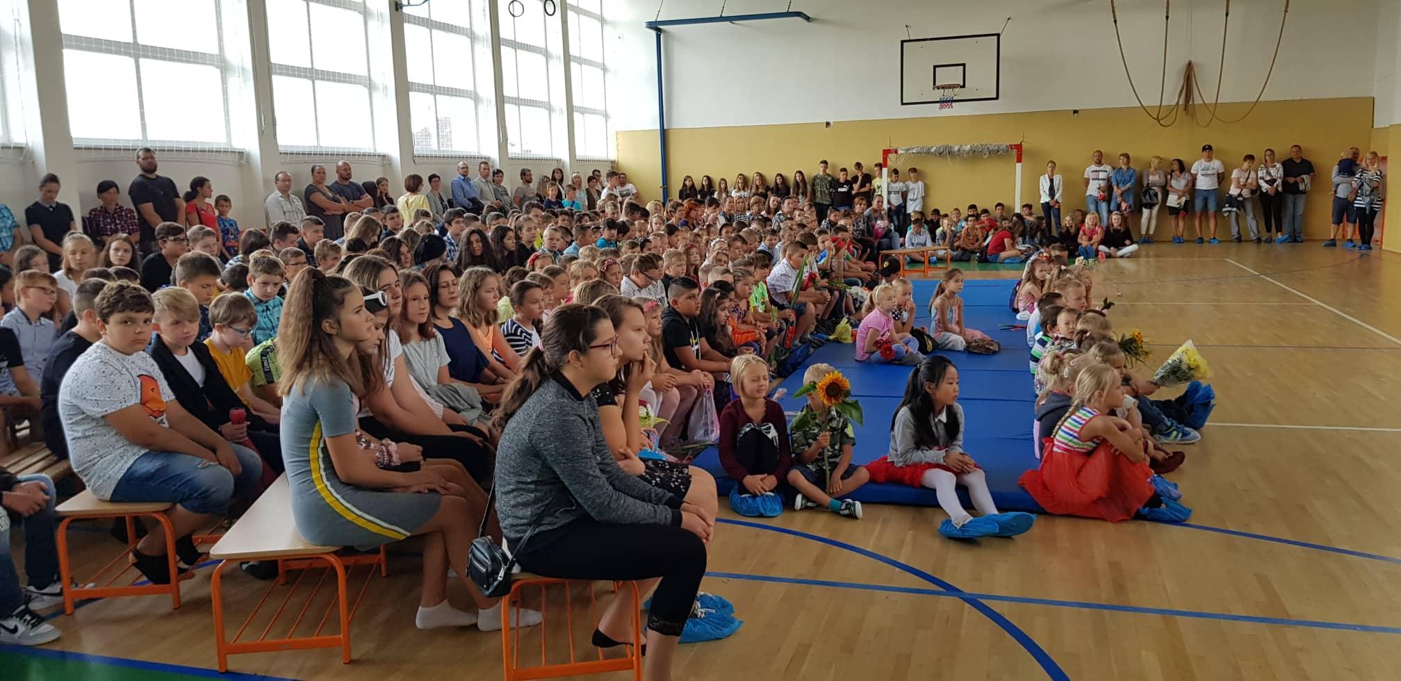 Mestské základné školy otvorili brány pre 2 400 žiakov