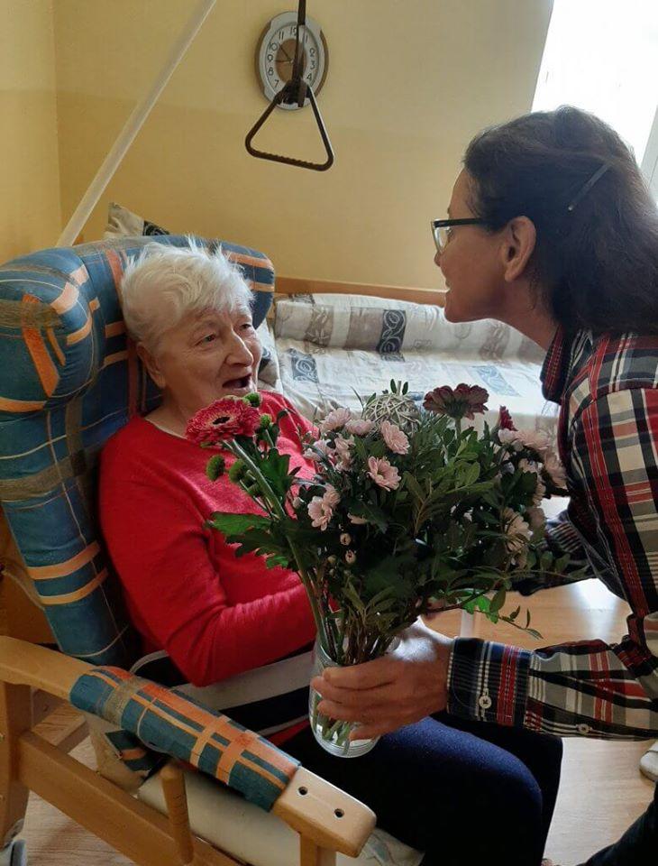 Uvoľňovanie opatrení COVID-19: Príbuzní môžu navštíviť seniorov v mestskom zariadení