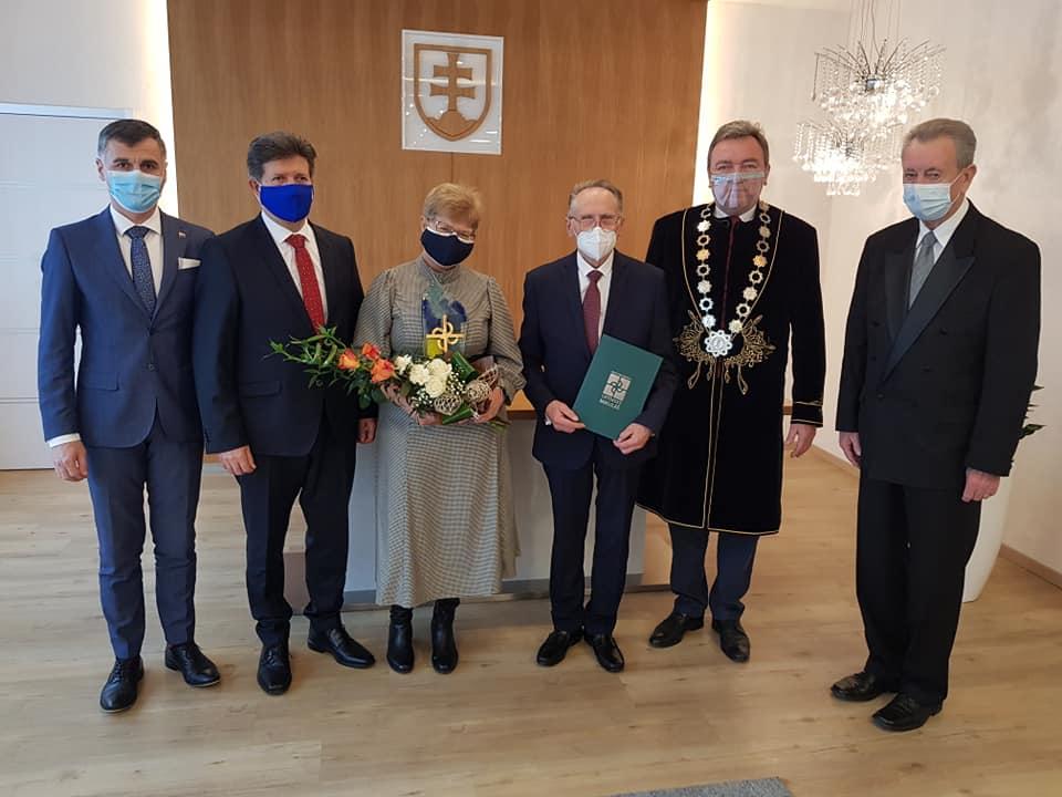 Primátor odovzdal Čestné občianstvo  profesorovi Lisému
