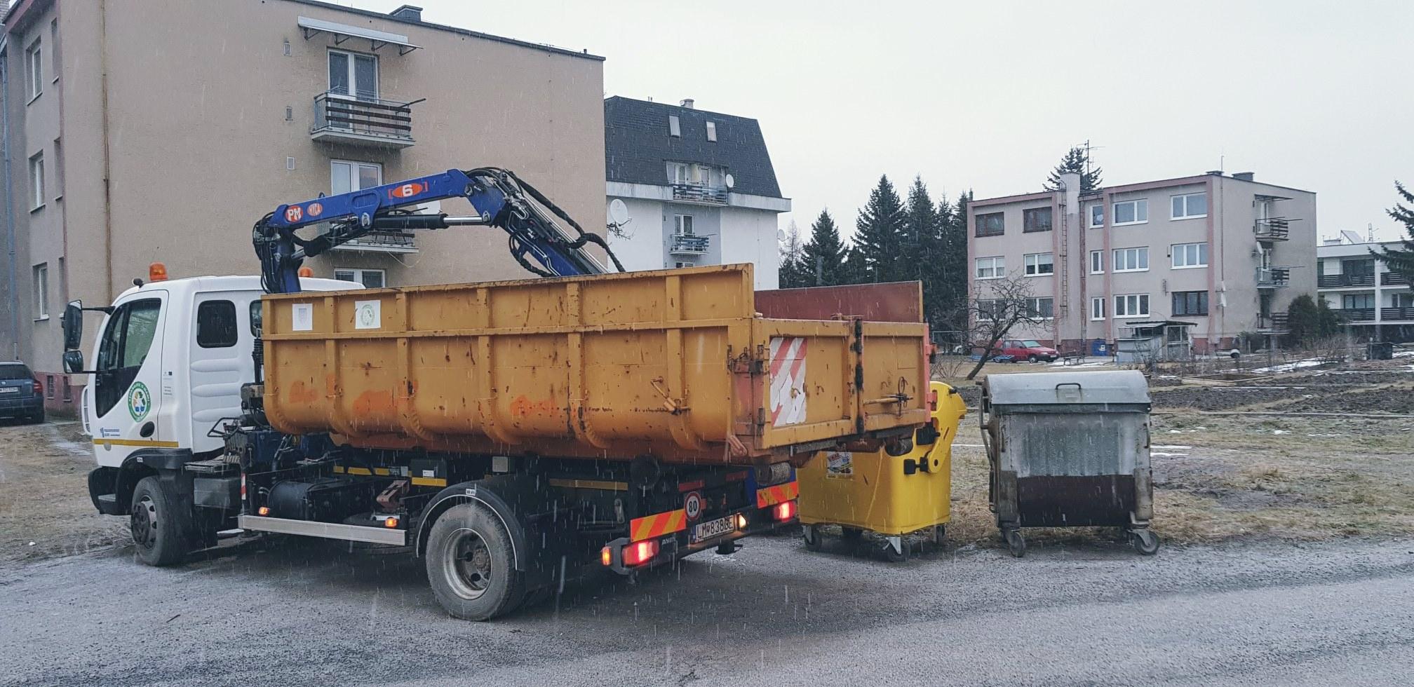 Odpad vyvážame aj počas sviatkov, neblokujte kontajnery