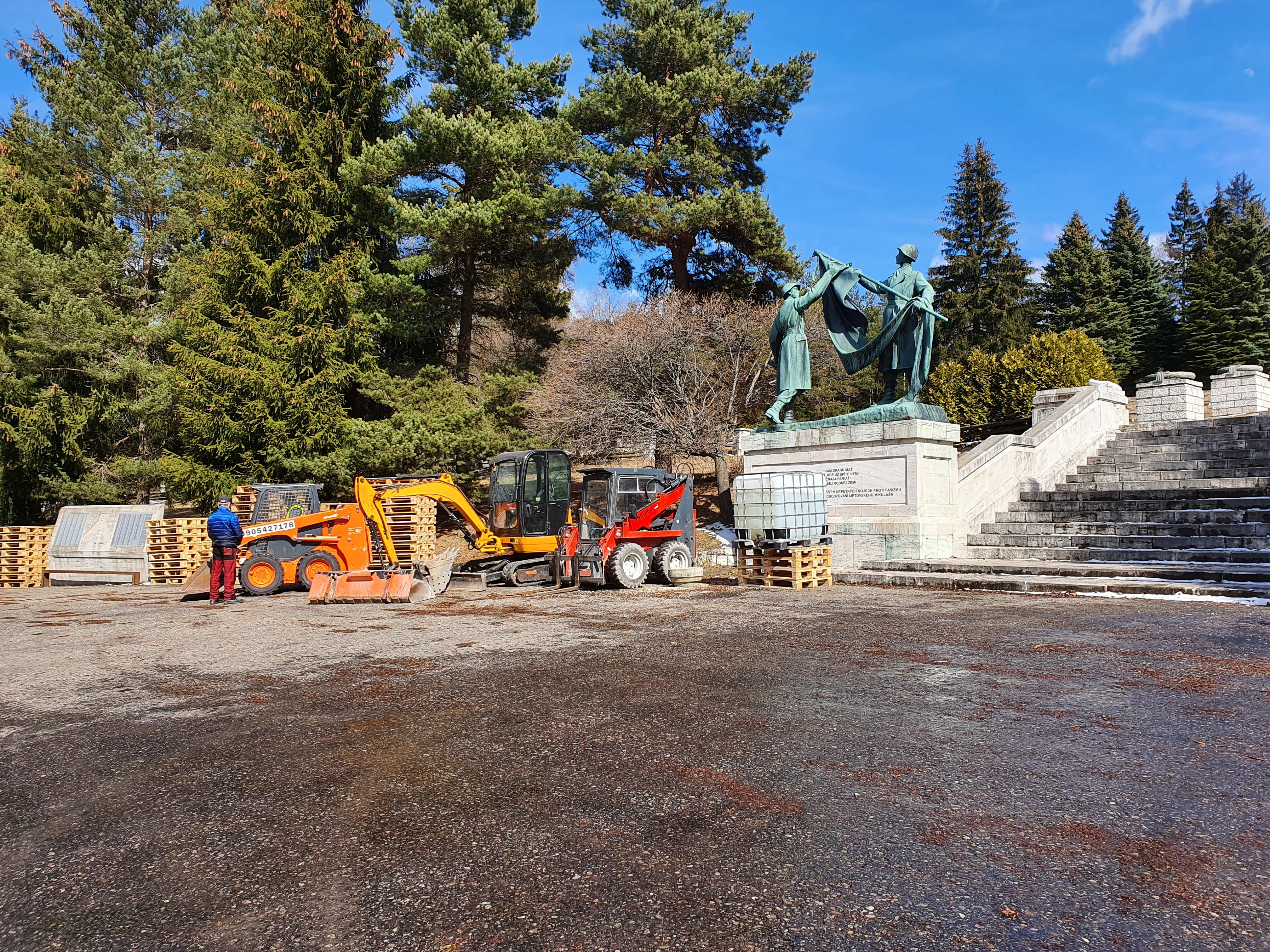 Pietne miesto nad Liptovským Mikulášom si obnovou upevňuje ambíciu stať sa národným vojnovým cintorínom