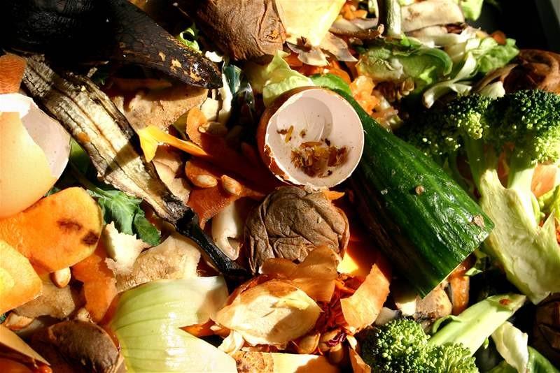 Kuchynský odpad odovzdajte na zberných dvoroch alebo pri triediacej hale