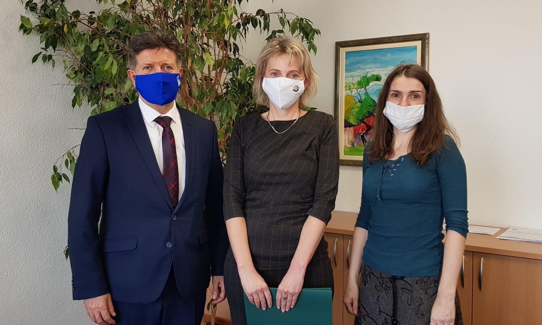Riadením školy v Okoličnom je poverená Zuzana Pavelicová