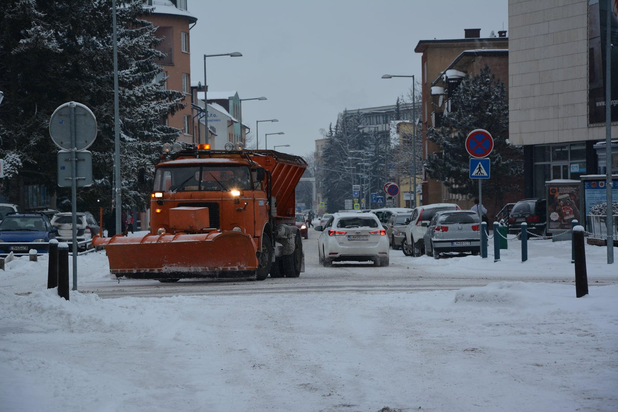 Neblokujme zimnú údržbu zaparkovanými autami